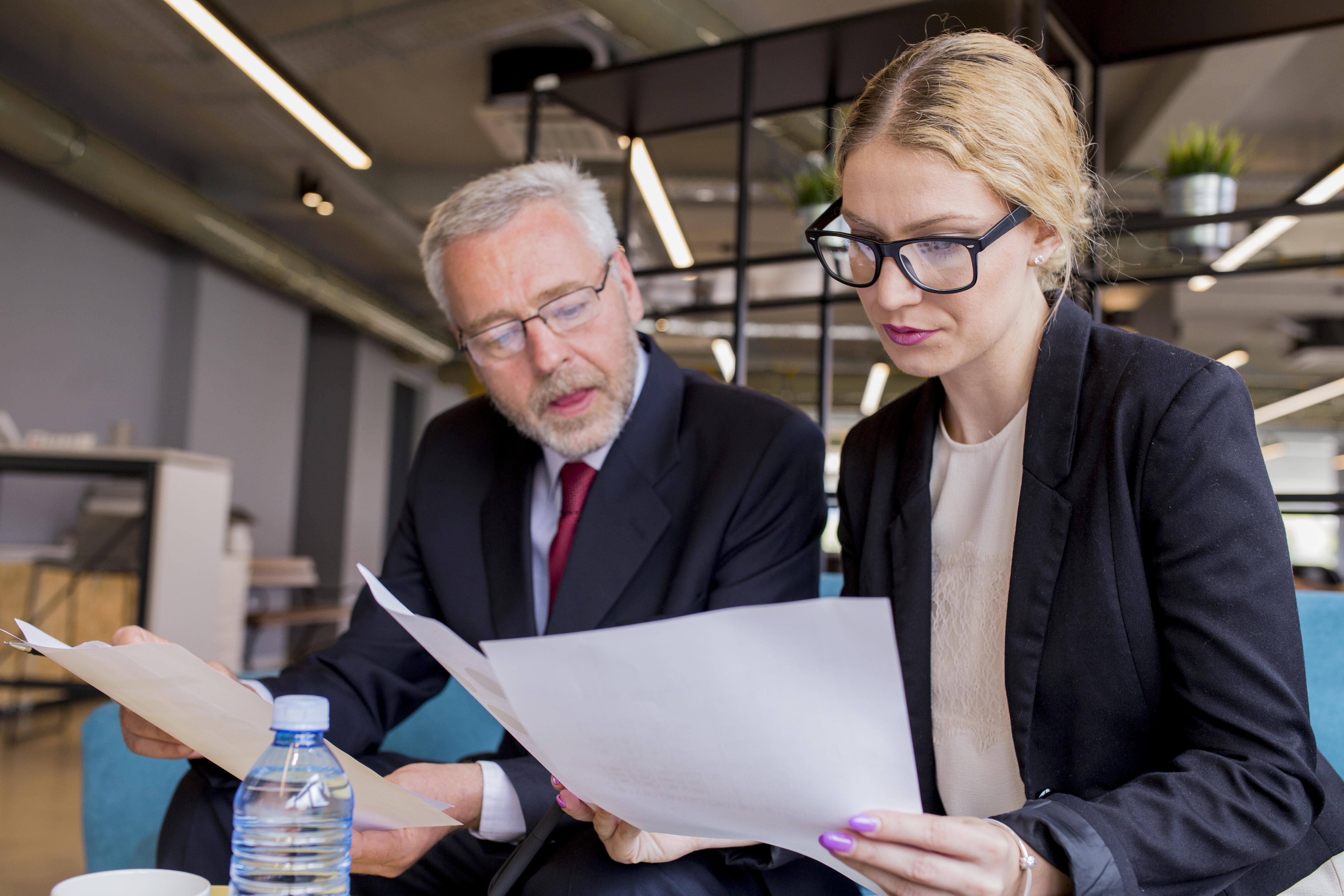 Dinheiro Décimo Terceiro Salário 1 - Duoexo - Quem tem direito ao 13º salário?